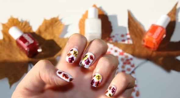 nail-art-flacons-sur-feuilles